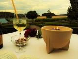 ... bei Kerzenschein und Wein, mit herrlichem Blick in die fränkischen Hügel